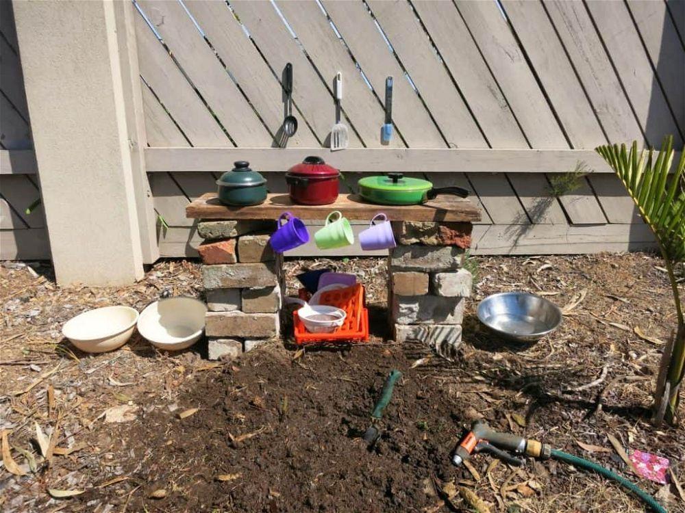 simple-mud-kitchen-ideas
