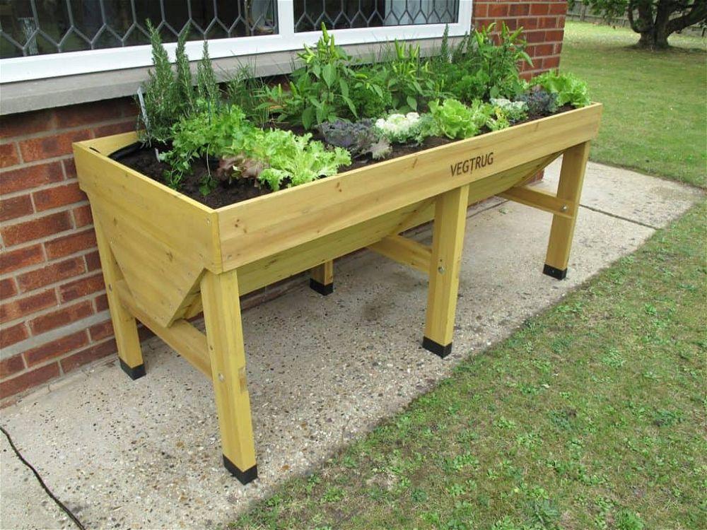 vegtrug in garden