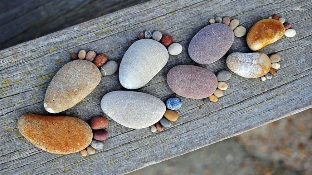 pebble footprints