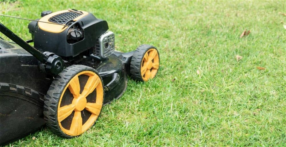 best-self-propelled-lawn-mowers-for-uneven-ground