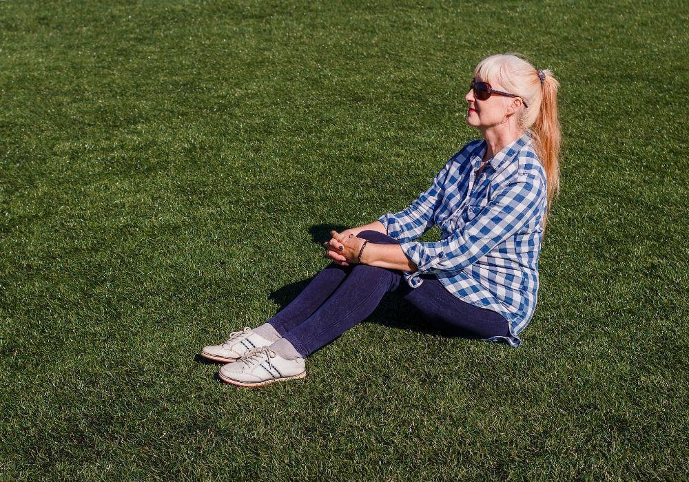 artificial-grass-benefit-elderly-friendly