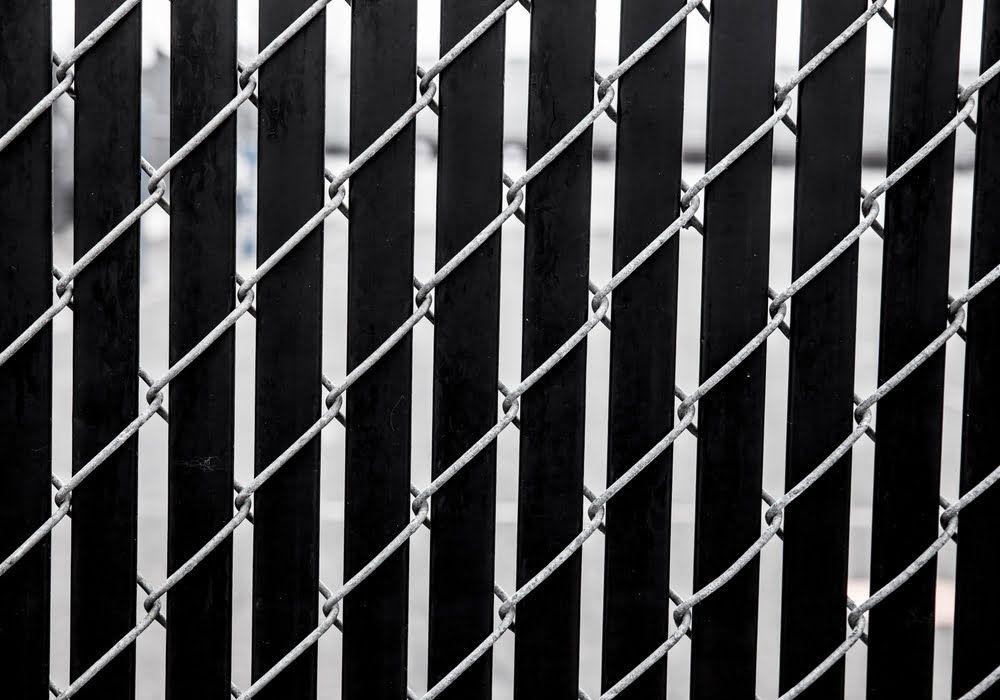fixing-fence-slats