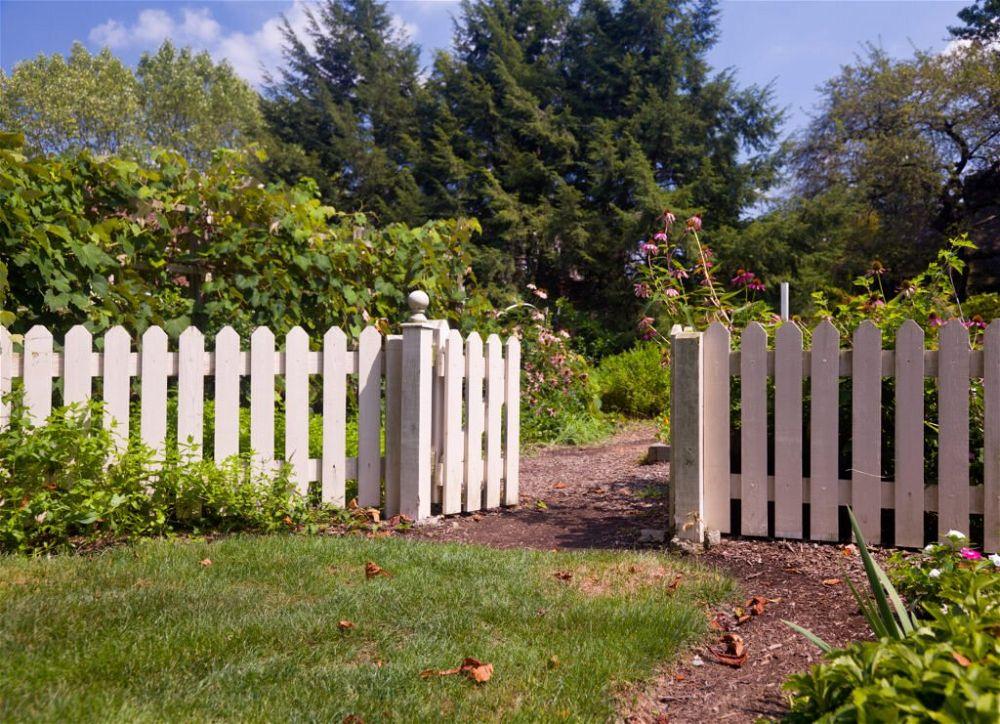 29. Garden Picket Fence