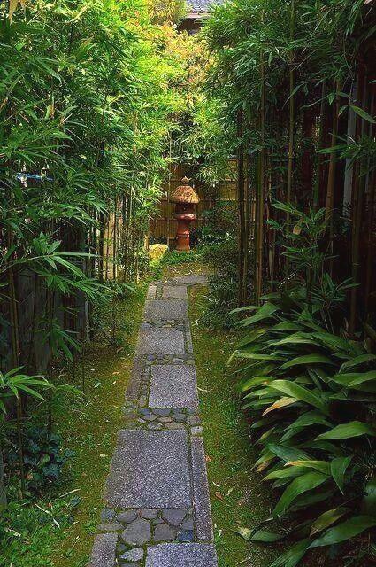 10. Pequeño jardín japonés en el patio trasero