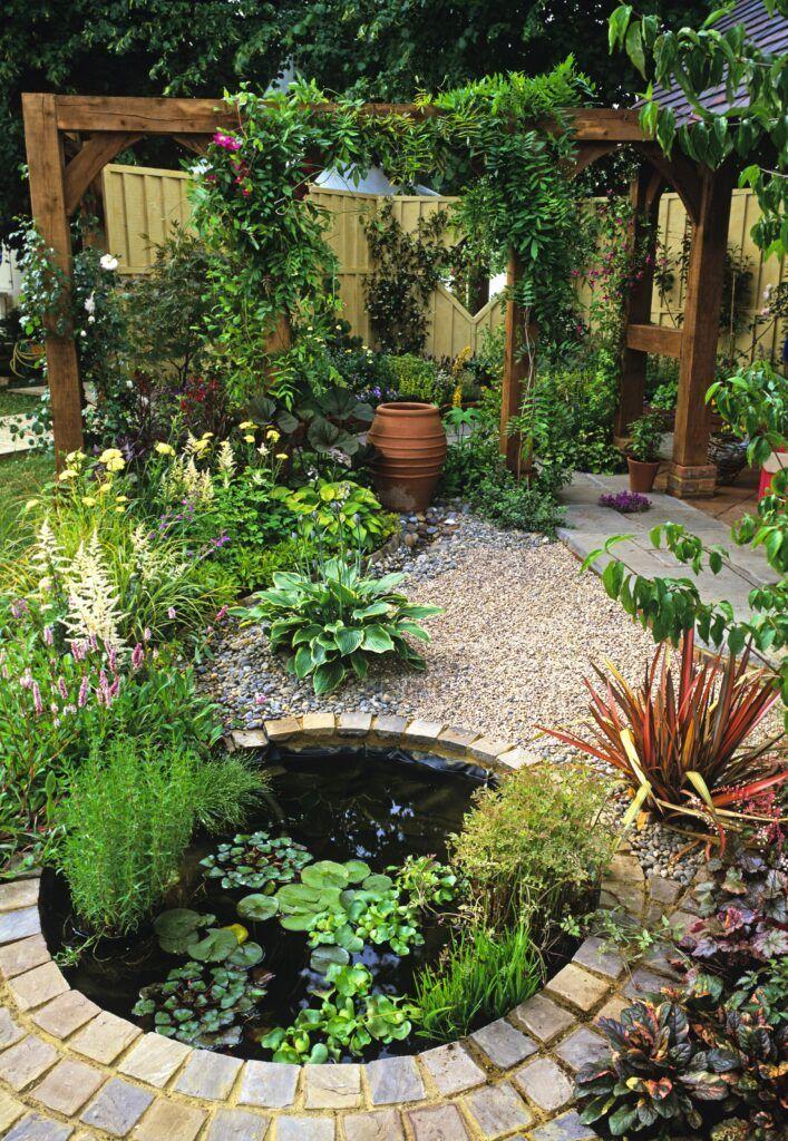 8. Estanque de jardín para jardines pequeños