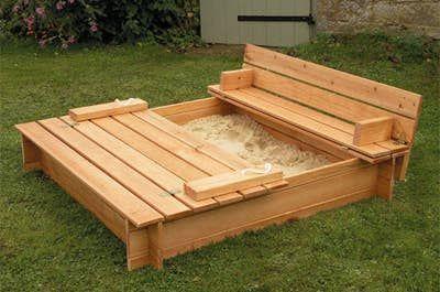 15. Pallet Garden Seating
