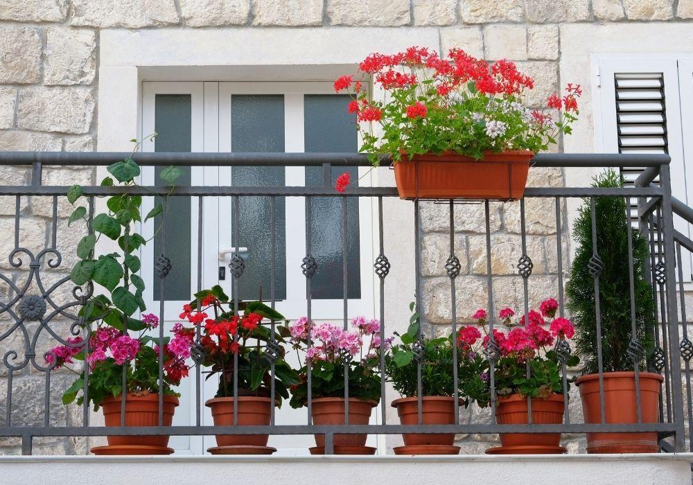 balcony-garden-flower-pots