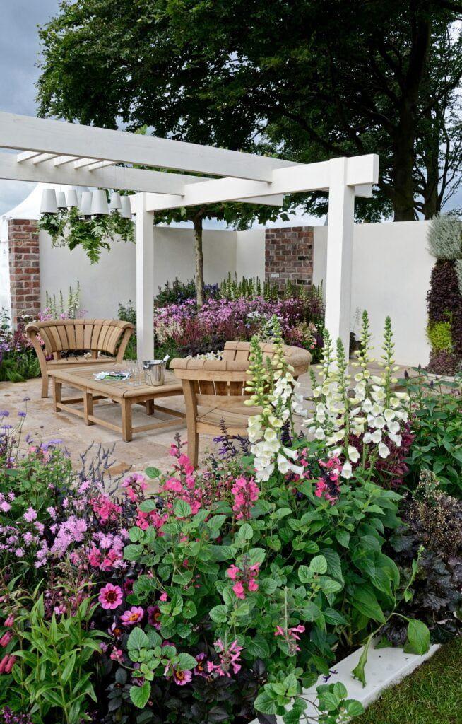 contemporary-garden-terraced-area