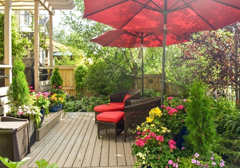 indoor-outdoor-garden-colourful-decking