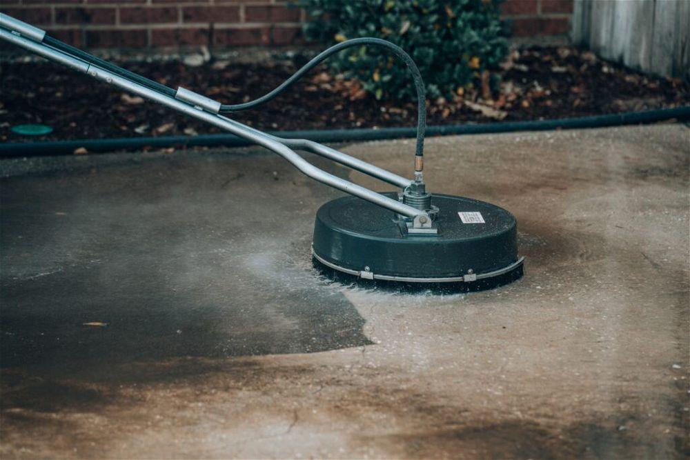 pressure-washing-driveway