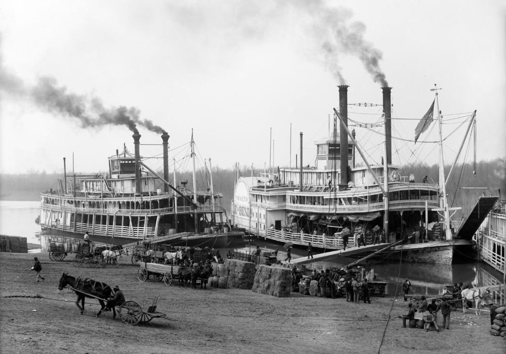 riverboats-on-the-mississippi-river-circa-1905