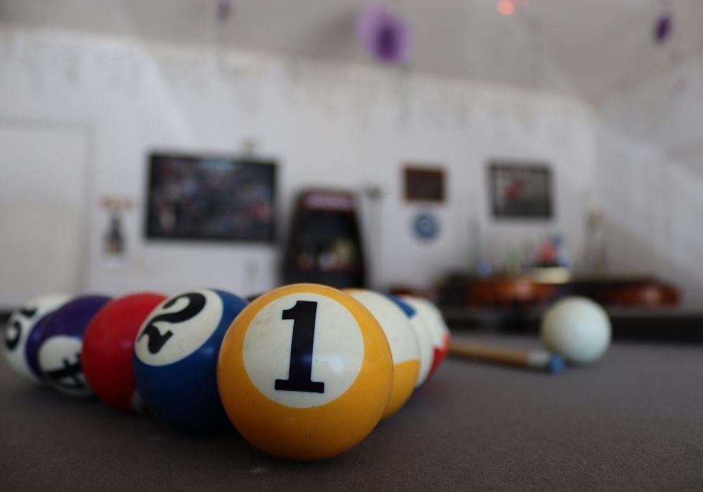 garage-man-cave-billiards