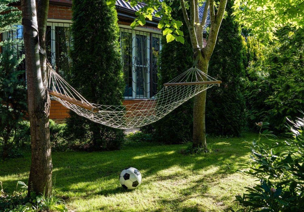 hammock-in-garden-between-trees
