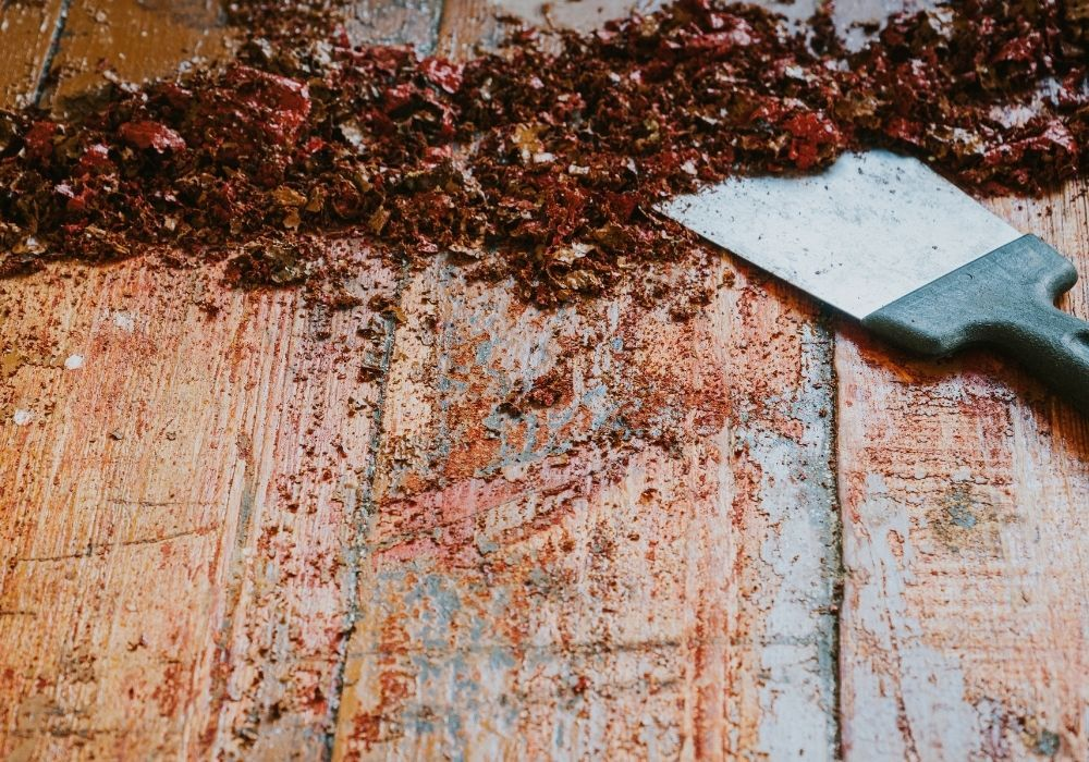 scraping-old-wooden-paint