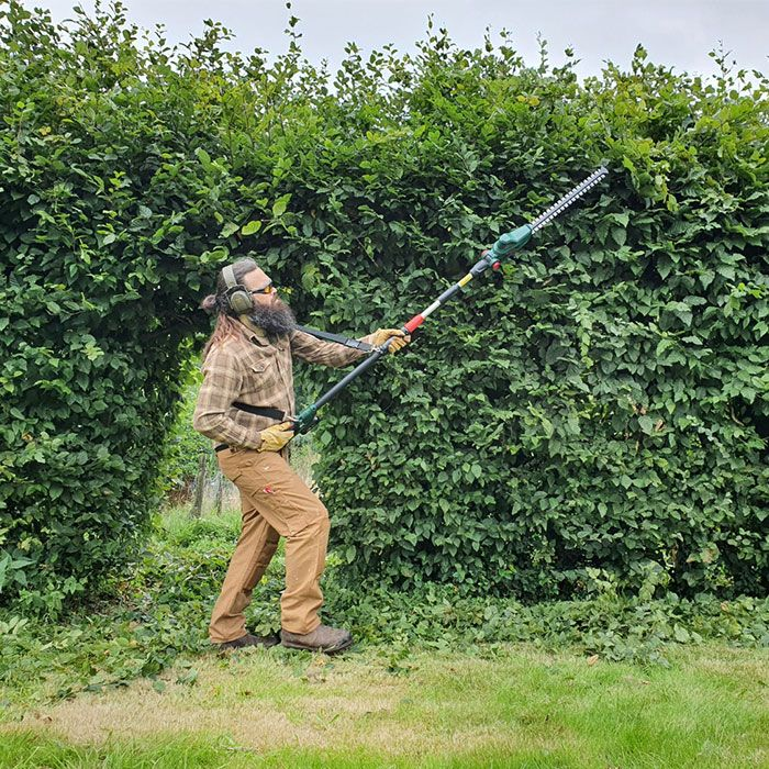 Bosch-Universal-Hedge-Pole-18-Trimmer-Review-performance