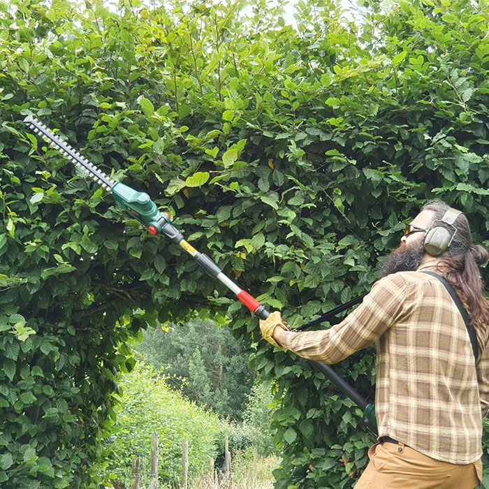 Bosch-Universal-Hedge-Pole-18-review