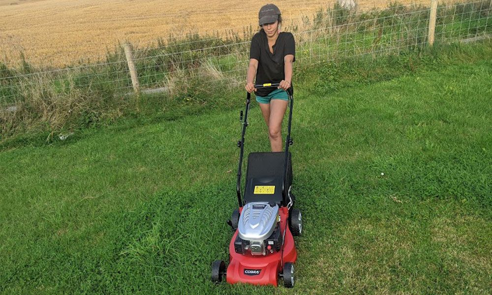 How-to-Use-a-Petrol-Lawn-Mower