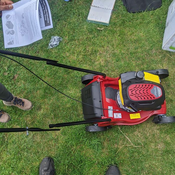 Mountfield-HP41-Petrol-Mower-Review-assembly