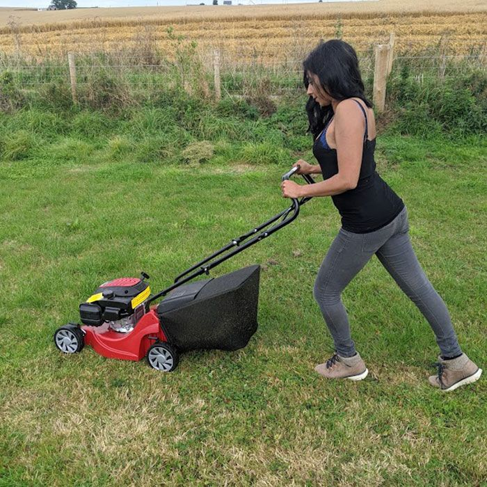 Mountfield-HP41-Petrol-Mower-Review-manouverability