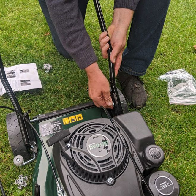 Webb-Classic-WER410SP-Self-Propelled-Petrol-Mower-Review-assembly