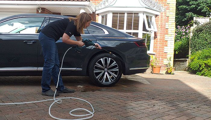 Wesco-WS88oo-Cordless-Portable-Pressure-Washer-car