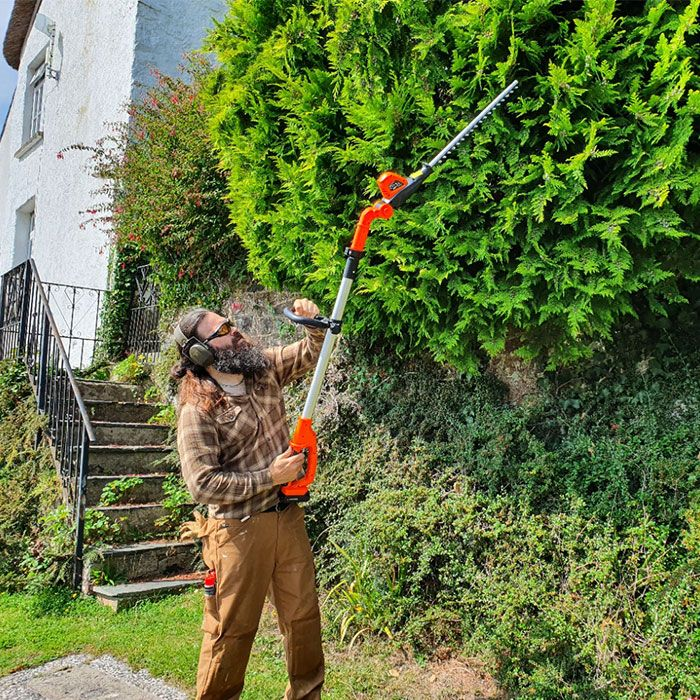 Yard-Force-20V-Cordless-Pole-Hedge-Trimmer-Review-performance