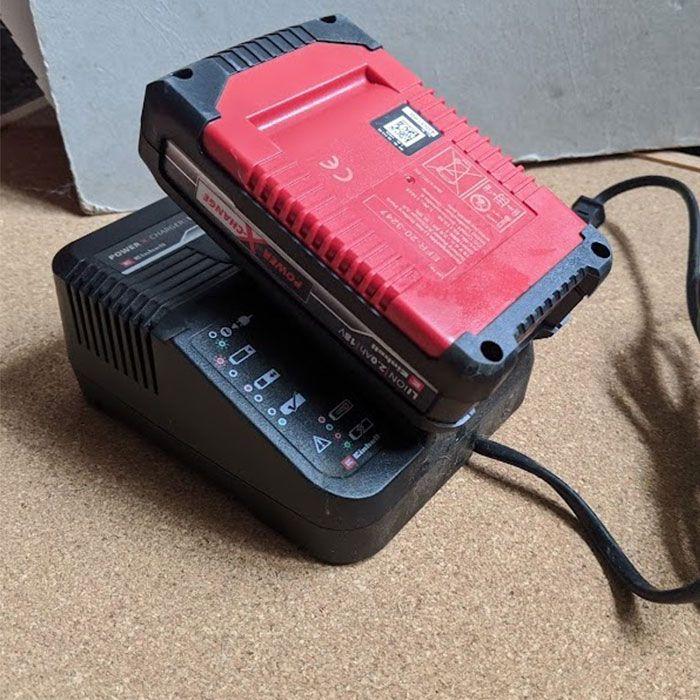 Einhell-GC-CT-Cordless-Grass-Strimmer-Review-battery